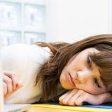 事務職も楽じゃない泣…最大のストレスは人間関係。「疲れたら休める」職場選びは超重要
